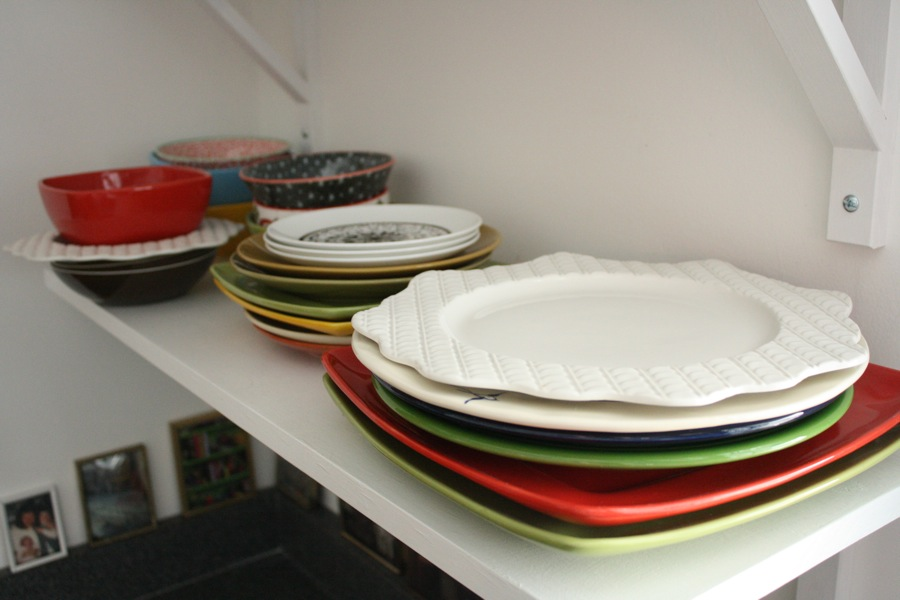 mismatched-dishes