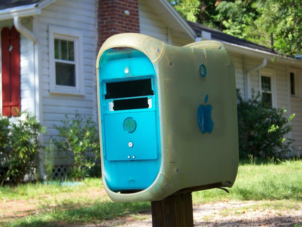 old-mac-mailbox