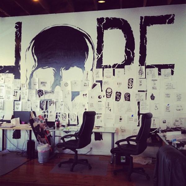 wall art clutter