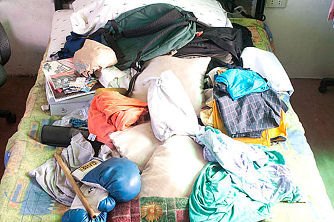bed-clutter