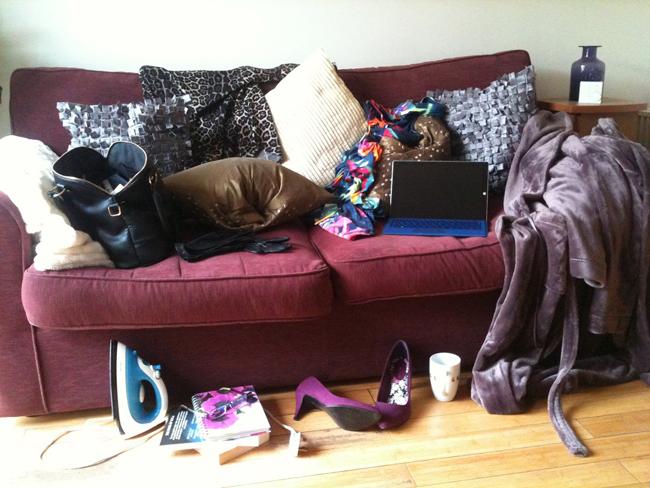 sofa-clutter