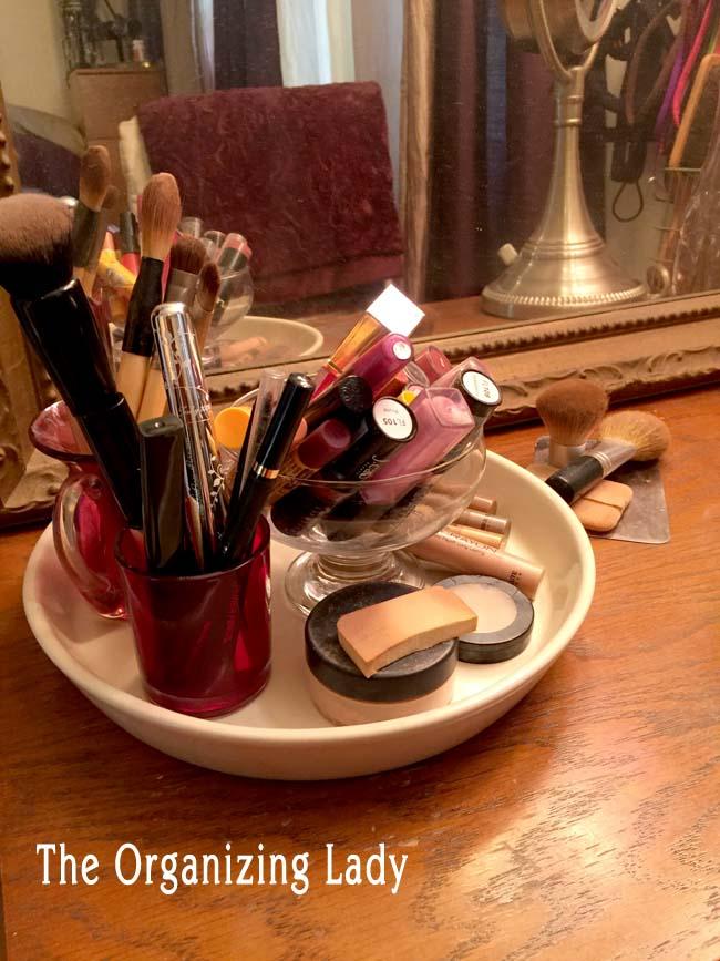 Makeup organizer plate